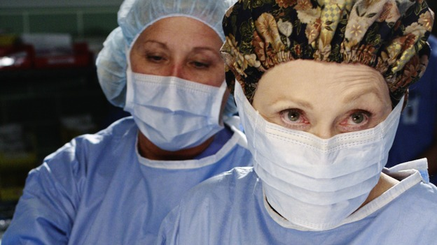 "GREY'S ANATOMY - ""An Honest Mistake"" - Dr. Margaret Campbell performs a surgery whilst ""teaching"" Cristina through a series of insults and derisions, on ""Grey's Anatomy,"" THURSDAY, FEBRUARY 19 (9:00-10:02 p.m., ET) on the ABC Television Network. (ABC/RON TOM) FAYE DUNAWAY"