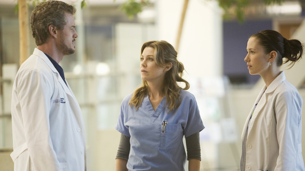 GREY'S ANATOMY - &quot;These Ties That Bind&quot; - Mark discusses a patient with Meredith and Lexie, on &quot;Grey's Anatomy,&quot; THURSDAY, NOVEMBER 13 (9:00-10:01 p.m., ET) on the ABC Television Network. (ABC/RANDY HOLMES) ERIC DANE, ELLEN POMPEO, CHYLER LEIGH