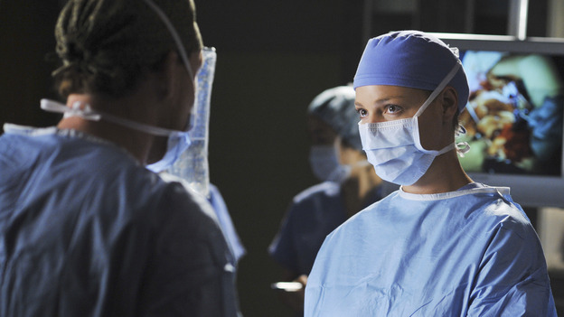 GREY'S ANATOMY - &quot;Life During Wartime&quot; - Izzie assists in a surgery, on &quot;Grey's Anatomy,&quot; THURSDAY, OCTOBER 30 (9:00-10:01 p.m., ET) on the ABC Television Network. (ABC/ERIC MCCANDLESS) KATHERINE HEIGL