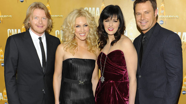 "THE 44TH ANNUAL CMA AWARDS - RED CARPET ARRIVALS - ""The 44th Annual CMA Awards"" will be broadcast live from the Bridgestone Arena in Nashville, WEDNESDAY, NOVEMBER 10 (8:00-11:00 p.m., ET) on the ABC Television Network. (ABC/ANDREW WALKER)LITTLE BIG TOWN"