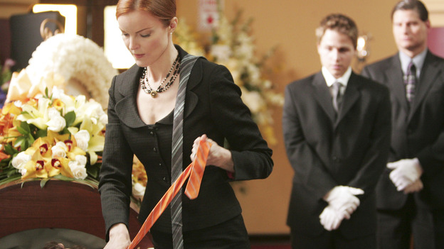 "DESPERATE HOUSEWIVES ""Next"" - Bree begins tying a new tie on Rex, at his own funeral. - (ABC/VIVIAN ZINK) MARCIA CROSS, SHAWN PYFROM"