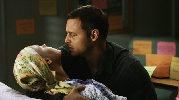"GREY'S ANATOMY - ""Now or Never"" - In a shocking moment, Dr. Izzie Stevens collapses in the arms of her new husband, Dr. Alex Karev, on ""Grey's Anatomy,"" THURSDAY, MAY 14 (9:00-11:00 p.m., ET) on the ABC Television Network. KATHERINE HEIGL, JUSTIN CHAMBERS"