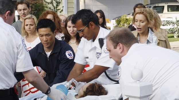 "DESPERATE HOUSEWIVES - ""The Miracle Song"" (ABC/RON TOM) CHASE KIM, JENNIFER DUNDAS, FELICITY HUFFMAN"
