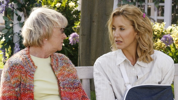 "DESPERATE HOUSEWIVES - ""Beautiful Girls"" - Lynette is intrigued by a new neighbor and get sthe dirty from Mrs. McCluskey, on ""Desperate Housewives,"" SUNDAY, NOVEMBER 19 (9:00-10:01 p.m., ET) on the ABC Television Network. (ABC/RON TOM) KATHRYN JOOSTEN, FELICITY HUFFMAN"