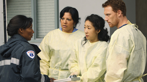 GREY'S ANATOMY - &quot;These Ties That Bind&quot; - Callie, Cristina and Owen get ready for a new trauma patient, on &quot;Grey's Anatomy,&quot; THURSDAY, NOVEMBER 13 (9:00-10:01 p.m., ET) on the ABC Television Network. (ABC/CRAIG SJODIN) NICOLE CUMMINS, SARA RAMIREZ, SANDRA OH, KEVIN MCKIDD