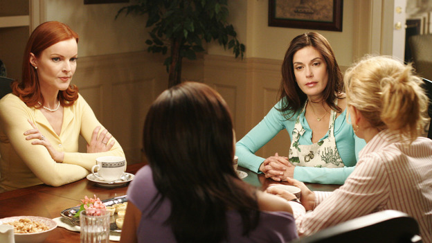 "DESPERATE HOUSEWIVES - ""Goodbye for Now"" - Susan makes a decision about Mike Delfino. Meanwhile Lynette takes steps to make sure Annabel (guest star Melinda McGraw) doesn't come between her and Tom, Bree comes to a realization about ""buddy"" George the pharmacist (guest star Roger Bart), and Carlos' legal problems take a turn for the worse, on ""Desperate Housewives,"" SUNDAY, MAY 15 (9:00-10:02 p.m., ET) on the ABC Television Network. (ABC/RON TOM) MARCIA CROSS, EVA LONGORIA, TERI HATCHER, FELICITY HUFFMAN"