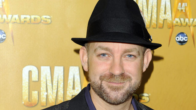 "THE 44TH ANNUAL CMA AWARDS - RED CARPET ARRIVALS - ""The 44th Annual CMA Awards"" will be broadcast live from the Bridgestone Arena in Nashville, WEDNESDAY, NOVEMBER 10 (8:00-11:00 p.m., ET) on the ABC Television Network. (ABC/ANDREW WALKER)KRISTIAN BUSH OF SUGARLAND"