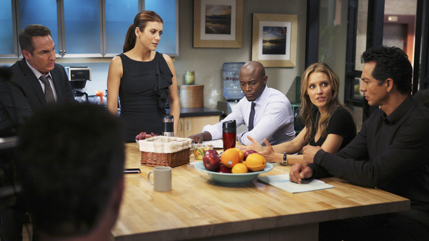 PRIVATE PRACTICE - &quot;Who We Are&quot; -  In the first hour or a special two-hour edition of ABC's &quot;Private Practice,&quot; THURSDAY, NOVEMBER 17 (9:00-11:00 p.m., ET) -- entitled &quot;Who We Are&quot; -- the Seaside Wellness group stages an intervention for a defensive and volatile Amelia, who has resurfaced after disappearing on a 12-day drug binge with her boyfriend, Ryan. During the intervention, Amelia mercilessly attacks her friends one-by-one, and Addison, in particular, has trouble seeing her sister-in-law in her present condition. (ABC/MATT KENNEDY)BRIAN BENBEN, KATE WALSH, TAYE DIGGS, KADEE STRICKLAND, BENJAMIN BRATT