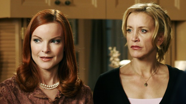 "DESPERATE HOUSEWIVES - ""One More Kiss"" (ABC/RON TOM)MARCIA CROSS, FELICITY HUFFMAN"