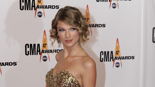 THE 43rd ANNUAL CMA AWARDS - RED CARPET ARRIVALS - &quot;The 43rd Annual CMA Awards&quot; will be broadcast live from the Sommet Center in Nashville, WEDNESDAY, NOVEMBER 11 (8:00-11:00 p.m., ET) on the ABC Television Network. (ABC/DONNA SVENNEVIK)TAYLOR SWIFT