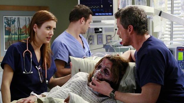 "GREY'S ANATOMY - ""Some Kind of Miracle"" - One person's fight to live affects everyone at Seattle Grace, in the dramatic conclusion to ""Grey's Anatomy's"" three-episode story arc. ""Some Kind of Miracle"" airs THURSDAY, FEBRUARY 22 (9:00-10:01 p.m., ET) on the ABC Television Network. Elizabeth Reaser (Independent Spirit Award nominee for ""Sweet Land"") guest stars as a patient. (ABC/RON TOM)KATE WALSH, JUSTIN CHAMBERS,  ELIZABETH REASER, ERIC DANE"