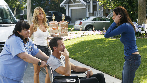 "DESPERATE HOUSEWIVES - ""Nice She Ain't"" - The divorce between Gaby and Carlos reaches new levels of bitterness, Lynette becomes the co-owner of a new business venture, and Susan struggles with her love for two men, on ""Desperate Housewives,"" SUNDAY, OCTOBER 22 (9:00-10:01 p.m., ET) on the ABC Television Network. (ABC/RON TOM)WENDY WORTHINGTON, NICOLLETTE SHERIDAN, JAMES DENTON, TERI HATCHER"