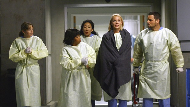 "GREY'S ANATOMY - ""Dream a Little Dream of Me"" - It's another cold night in Seattle, on ""Grey's Anatomy,"" THURSDAY, SEPTEMBER 25 (9:00-11:00 p.m., ET) on the ABC Television Network. (ABC/SCOTT GARFIELD) ELLEN POMPEO, SANDRA OH, CHANDRA WILSON, KATHERINE HEIGL, JUSTIN CHAMBERS"