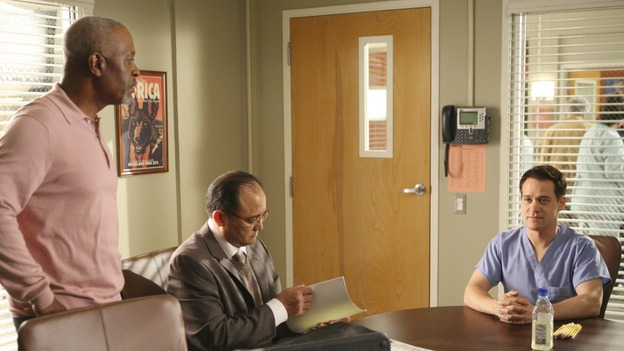 "GREY'S ANATOMY - ""Here Comes the Flood"" - George tries to take his residency exam, but a leaky pipe might have other ideas, on ""Grey's Anatomy,"" THURSDAY, OCTOBER 9 (9:00-10:01 p.m., ET) on the ABC Television Network. (ABC/DANNY FELD) JAMES PICKENS JR., NELSON MASHITA, T.R. KNIGHT"