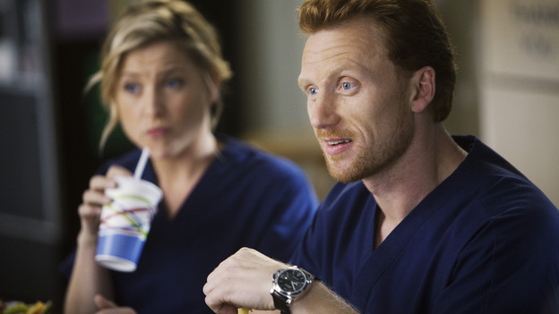 "GREY'S ANATOMY - ""New History""- When Owen recruits his fellow Iraqi War vet, Dr. Teddy Altman, as the new cardiothoracic surgeon, Cristina questions Teddy's abilities in the OR and the nature of their past relationship. Meanwhile Izzie returns to Seattle Grace with her high school mentor seeking treatment for his dementia, and the stress of Richard's responsibilities, post-merger, are taking their toll, on ""Grey's Anatomy,"" THURSDAY, NOVEMBER 12 (9:00-10:01 p.m., ET) on the ABC Television Network. (ABC/RANDY HOLMES)JESSICA CAPSHAW, KEVIN MCKIDD"