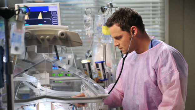 GREY'S ANATOMY - &quot;The Lion Sleeps Tonight&quot; - A lion breaks loose in Seattle, leaving a couple's lives and relationship at risk; Lexie overhears Mark's discussion about moving in with Julia; Teddy begins to take steps towards coming to terms with Henry's death; Callie grills Arizona on her past lovers; and Alex requests to be taken off Morgan's preemie case when she becomes too dependent on him. Meanwhile, Meredith tries to be a support for Cristina as the tension between her and Owen hits a boiling point, on Grey's Anatomy, THURSDAY, APRIL 5 (9:00-10:01 p.m., ET) on the ABC Television Network. (ABC/RICHARD FOREMAN)JUSTIN CHAMBERS
