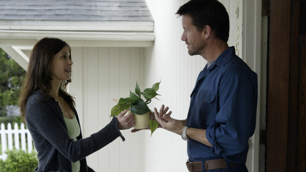 "DESPERATE HOUSEWIVES - ""PILOT"" (ABC/PETER ""HOPPER"" STONE) TERI HATCHER, JAMES DENTON"