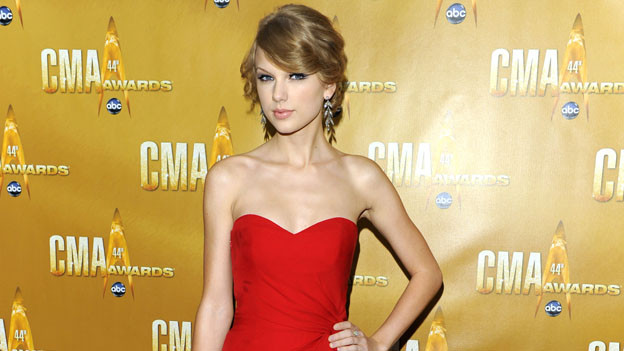 "THE 44TH ANNUAL CMA AWARDS - RED CARPET ARRIVALS - ""The 44th Annual CMA Awards"" will be broadcast live from the Bridgestone Arena in Nashville, WEDNESDAY, NOVEMBER 10 (8:00-11:00 p.m., ET) on the ABC Television Network. (ABC/ANDREW WALKER)TAYLOR SWIFT"