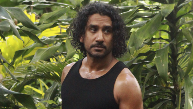 "LOST - ""The Candidate"" - Jack must decide whether or not to trust Locke after he is asked to follow through on a difficult task, on ""Lost,"" TUESDAY, MAY 4 (9:00-10:02 p.m., ET) on the ABC Television Network. (ABC/MARIO PEREZ) NAVEEN ANDREWS"