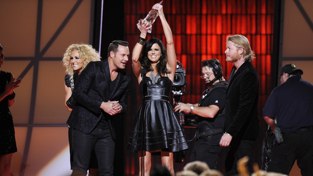 "THE 46TH ANNUAL CMA AWARDS - THEATRE - ""The 46th Annual CMA Awards"" airs live THURSDAY, NOVEMBER 1 (8:00-11:00 p.m., ET) on ABC live from the Bridgestone Arena in Nashville, Tennessee. (ABC/KATHERINE BOMBOY-THORNTON)LITTLE BIG TOWN"