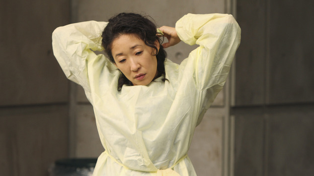 "GREY'S ANATOMY - ""These Ties That Bind"" - Cristina gets ready to receive a new trauma patient, on ""Grey's Anatomy,"" THURSDAY, NOVEMBER 13 (9:00-10:01 p.m., ET) on the ABC Television Network. (ABC/CRAIG SJODIN) SANDRA OH"