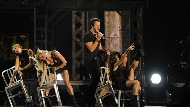 "THE 45th ANNUAL CMA AWARDS - THEATRE - ""The 45th Annual CMA Awards"" broadcast live on ABC from the Bridgestone Arena in Nashville on WEDNESDAY, NOVEMBER 9 (8:00-11:00 p.m., ET). (ABC/KATHERINE BOMBOY-THORNTON)LUKE BRYAN"
