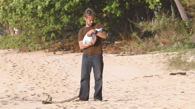 LOST - &quot;The Greater Good&quot; - Charlie and baby Aaron. After burying one of their own, tempers flare as the castaways' suspicions of each other grow, on &quot;Lost,&quot;&nbsp;THURSDAY, MAY 4 on the ABC&nbsp;Television Network. (ABC/MARIO PEREZ) DOMINIC MONAGHAN