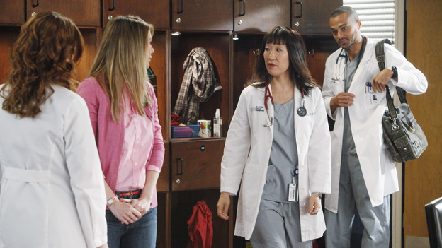 "GREY'S ANATOMY - ""If/Then"" - As Meredith puts Zola to bed and falls asleep, she begins to wonder -- what if her mother had never had Alzheimer's and she'd had loving, supportive parents? The reverberations of a happy Meredith Grey change the world of Seattle Grace as we know it. What if she had never met Derek in that bar and he had never separated from Addison? What if Callie and Owen had become a couple long before she met Arizona? And what if Bailey never evolved from the meek intern she once was? ""Grey's Anatomy"" airs THURSDAY, FEBRUARY 2 (9:00-10:02 p.m., ET) on the ABC Television Network. (ABC/VIVIAN ZINK)SARAH DREW, ELLEN POMPEO, SANDRA OH, JESSE WILLIAMS"