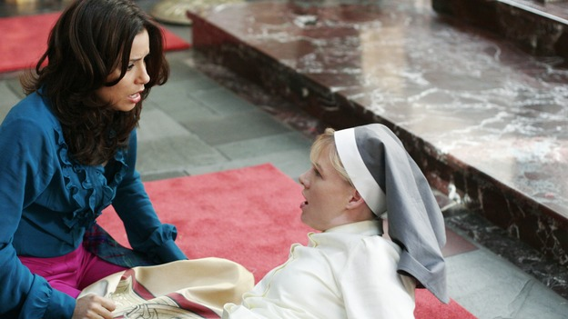 "DESPERATE HOUSEWIVES - ""There's Something About War"" - Gaby vs Sister Mary Bernard. (ABC/RON TOM) EVA LONGORIA, MELINDA PAGE HAMILTON"
