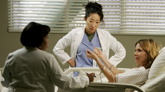 "GREY'S ANATOMY - ""Owner of a Lonely Heart"" (ABC/CRAIG SJODIN)CHANDRA WILSON, SANDRA OH, ROSANNA ARQUETTE"