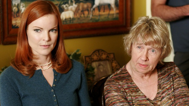 "DESPERATE HOUSEWIVES - ""The Sun Won't Set"" (ABC/RON TOM)MARCIA CROSS, KATHRYN JOOSTEN"