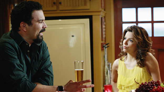 "DESPERATE HOUSEWIVES - ""Crime Doesn't Pay"" - Carlos and Gaby Solis"
