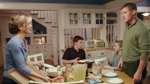 DESPERATE HOUSEWIVES - &quot;What's to Discuss, Old Friend&quot; - With a gun at her side, Bree prepares to end it all now that her friends have abandoned her and her life continues to spiral further into despair; Gaby begins to suspect that Carlos may have had something to do with Detective Chuck Vance's murder; Susan makes up her mind to go to New York to become a true artist - with or without Mike; and an angry Tom cancels his plans to go to Paris with his girlfriend when Lynette confesses that she's an accomplice to murder and may soon be arrested, on &quot;Desperate Housewives,&quot; SUNDAY, JANUARY 8 (9:00-10:01 p.m., ET) on the ABC Television Network. (ABC/RON TOM)FELICITY HUFFMAN, JOSHUA MOORE, DARCY ROSE BYRNES, DOUG SAVANT