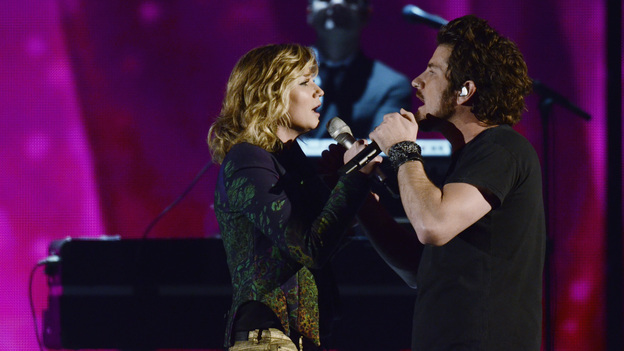 "THE 45th ANNUAL CMA AWARDS - THEATRE - ""The 45th Annual CMA Awards"" broadcast live on ABC from the Bridgestone Arena in Nashville on WEDNESDAY, NOVEMBER 9 (8:00-11:00 p.m., ET). (ABC/KATHERINE BOMBOY-THORNTON)JENNIFER NETTLES, MATT NATHANSON"