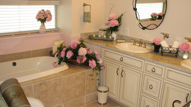 EXTREME MAKEOVER HOME EDITION - &quot;Rogers Family,&quot; - Bathroom, on &quot;Extreme Makeover Home Edition,&quot; Sunday, September 24th on the ABC Television Network.