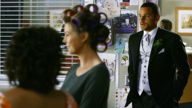 "GREY'S ANATOMY - ""What a Difference a Day Makes"" - Alex shows off his tux to his bride-to-be, on ""Grey's Anatomy,"" THURSDAY, MAY 7 (9:00-10:02 p.m., ET) on the ABC Television Network. (ABC/SCOTT GARFIELD) CHANDRA WILSON, ELLEN POMPEO, JUSTIN CHAMBERS"