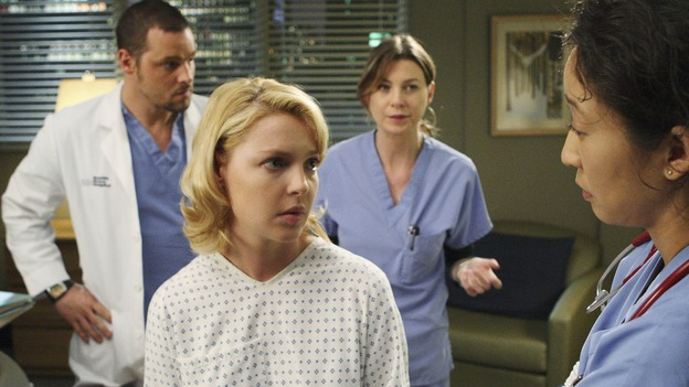 "GREY'S ANATOMY - ""Stand By Me"" - Her secret out, Izzie begins to be treated by her friends at Seattle Grace, on ""Grey's Anatomy,"" THURSDAY, MARCH 19 (9:00-10:02 p.m., ET) on the ABC Television Network. (ABC/CRAIG SJODIN) JUSTIN CHAMBERS, KATHERINE HEIGL, ELLEN POMPEO, SANDRA OH"
