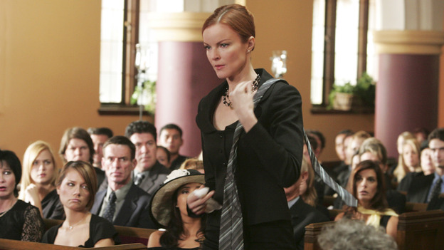 "DESPERATE HOUSEWIVES ""Next"" - Bree bums a better looking tie for Rex off Tom Scavo - (ABC/VIVIAN ZINK) MARCIA CROSS"