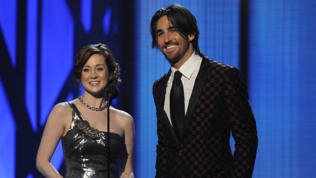 "THE 43rd ANNUAL CMA AWARDS - THEATRE - ""The 43rd Annual CMA Awards"" broadcast live from the Sommet Center in Nashville, WEDNESDAY, NOVEMBER 11 (8:00-11:00 p.m., ET) on the ABC Television Network. (ABC/KATHERINE BOMBOY)KELLIE PICKLER, JAKE OWEN"