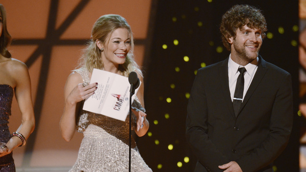 "THE 45th ANNUAL CMA AWARDS - THEATRE - ""The 45th Annual CMA Awards"" broadcast live on ABC from the Bridgestone Arena in Nashville on WEDNESDAY, NOVEMBER 9 (8:00-11:00 p.m., ET). (ABC/KATHERINE BOMBOY-THORNTON)LEANN RIMES, BILLY CURRINGTON"