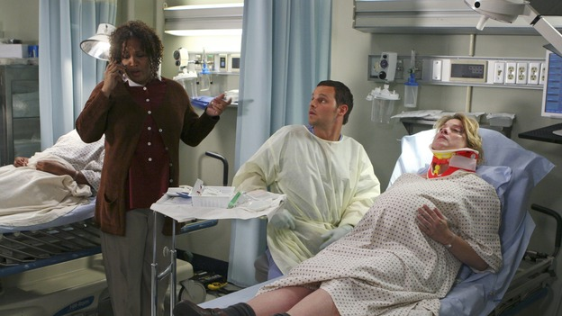 "GREY'S ANATOMY - ""INTO YOU LIKE A TRAIN"" (ABC/MICHAEL DESMOND)KYM WHITLEY, JUSTIN CHAMBERS, CYNTHIA ETTINGER"