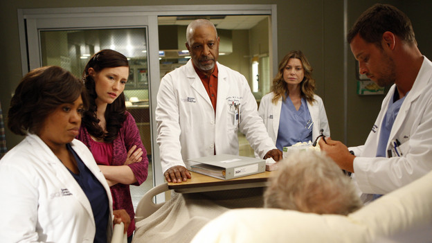 "GREY'S ANATOMY - ""Tainted Obligation"" - When Meredith and Lexie's father, Thatcher, returns to the hospital with a failed liver, it's up to Meredith to save his life. Meanwhile, Izzie empathizes with a patient riddled with tumors, as Mark, annoyed with Cristina's competitive zeal, tricks her into assisting on an unusual surgery, on ""Grey's Anatomy,"" THURSDAY, OCTOBER 8 (9:00-10:01 p.m., ET) on the ABC Television Network. (ABC/MICHAEL DESMOND)CHANDRA WILSON, CHYLER LEIGH, JAMES PICKENS JR., ELLEN POMPEO, JUSTIN CHAMBERS"