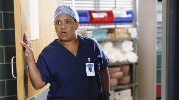 "GREY'S ANATOMY - ""Give Peace a Chance"" - When Isaac, the hospital lab tech, has an inoperable tumor wrapped around his spine, he turns to Dr. Derek Shepherd to do the impossible, and Derek tests the Chief's authority when Richard objects to moving forward with the risky surgery, on ""Grey's Anatomy,"" THURSDAY, OCTOBER 29 (9:00-10:01 p.m., ET) on the ABC Television Network. (ABC/KAREN NEAL)CHANDRA WILSON"