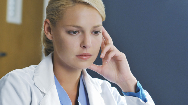 "GREY'S ANATOMY - ""There's No 'I' in Team"" - Dr. Izzie Stevens, on ""Grey's Anatomy,"" THURSDAY, OCTOBER 23 (9:00-10:01 p.m., ET) on the ABC Television Network.  (ABC/ERIC MCCANDLESS) KATHERINE HEIGL"
