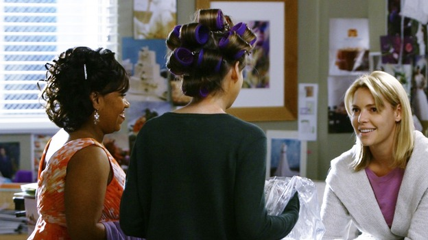 "GREY'S ANATOMY - ""What a Difference a Day Makes"" - Meredith gives her wedding to Alex and Izzie, on ""Grey's Anatomy,"" THURSDAY, MAY 7 (9:00-10:02 p.m., ET) on the ABC Television Network. (ABC/SCOTT GARFIELD) CHANDRA WILSON, ELLEN POMPEO, KATHERINE HEIGL"