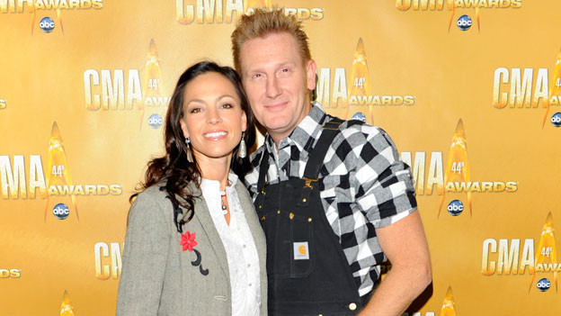 "THE 44TH ANNUAL CMA AWARDS - RED CARPET ARRIVALS - ""The 44th Annual CMA Awards"" will be broadcast live from the Bridgestone Arena in Nashville, WEDNESDAY, NOVEMBER 10 (8:00-11:00 p.m., ET) on the ABC Television Network. (ABC/ANDREW WALKER)JOEY + RORY"