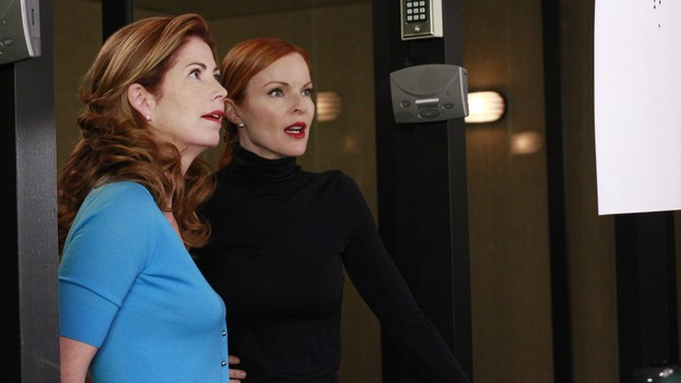 "DESPERATE HOUSEWIVES - ""The Gun Song"" - BFFs Katherine and Bree go to the gun range, on Desperate Housewives,"" SUNDAY, MAY 18 (9:00-10:00 p.m., ET) on the ABC Television Network. (ABC/RON TOM) DANA DELANY, MARCIA CROSS"