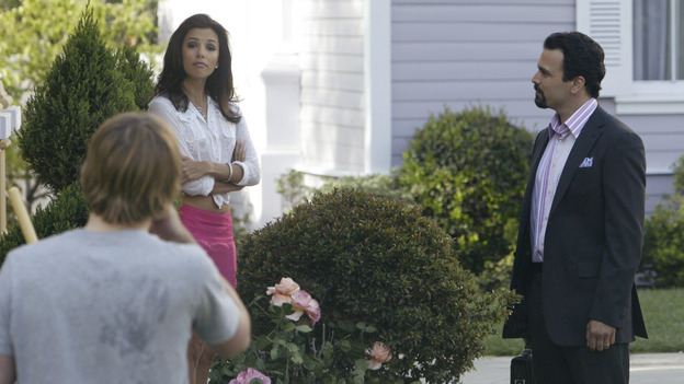 "DESPERATE HOUSEWIVES - ""PILOT"" (ABC/PETER ""HOPPER"" STONE) KYLE SERLES, EVA LONGORIA, RICARDO ANTONIO CHAVIRA"