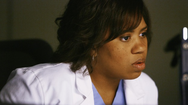 "GREY'S ANATOMY - ""What a Difference a Day Makes"" - Bailey checks out one of Izzie's test results, on ""Grey's Anatomy,"" THURSDAY, MAY 7 (9:00-10:02 p.m., ET) on the ABC Television Network. (ABC/SCOTT GARFIELD) CHANDRA WILSON"