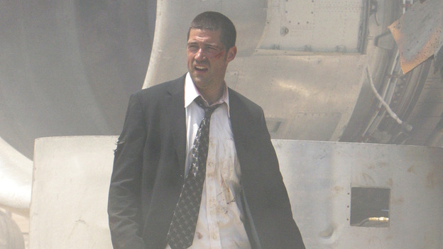 100440_8193 -- LOST - PILOT (ABC/MARIO PEREZ) MATTHEW FOX